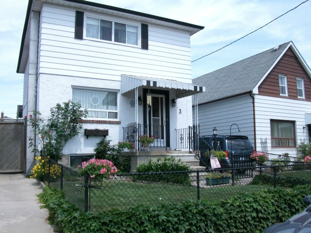 Charming and Sunfilled 3 Bedroom – 3 Ruthven Place, West Toronto