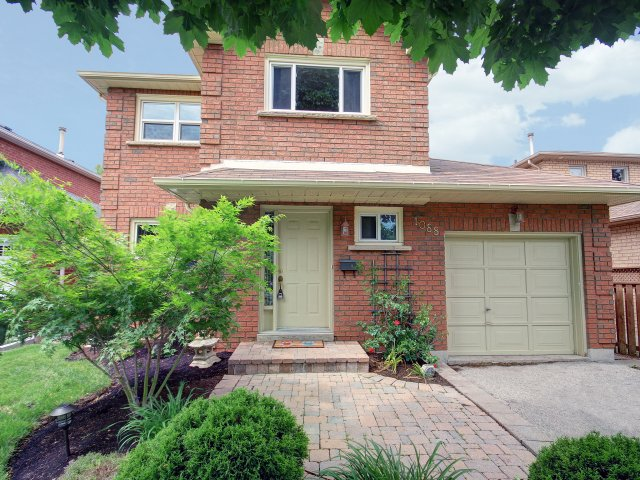 1088 Swinbourne Drive, Mississauga