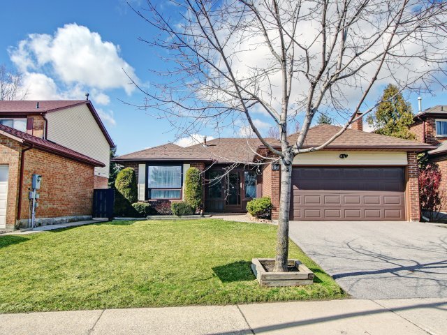 104 Stephenson Crescent, Richmond Hill Bungalow For Sale