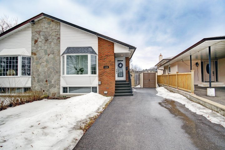 3306 Ivernia Road For Sale in Applewood, Mississauga